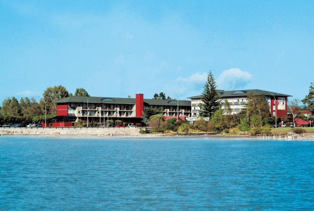 Sudima Lake Rotorua by the lake.