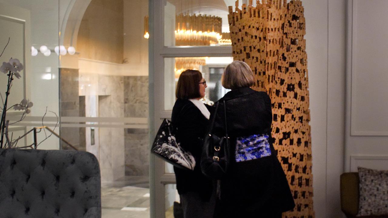 HGW_guests admire Ruper Herring's piece