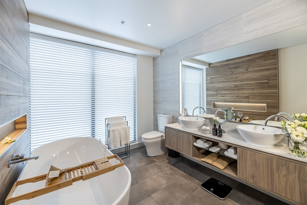 SCC Guest Bathroom-low