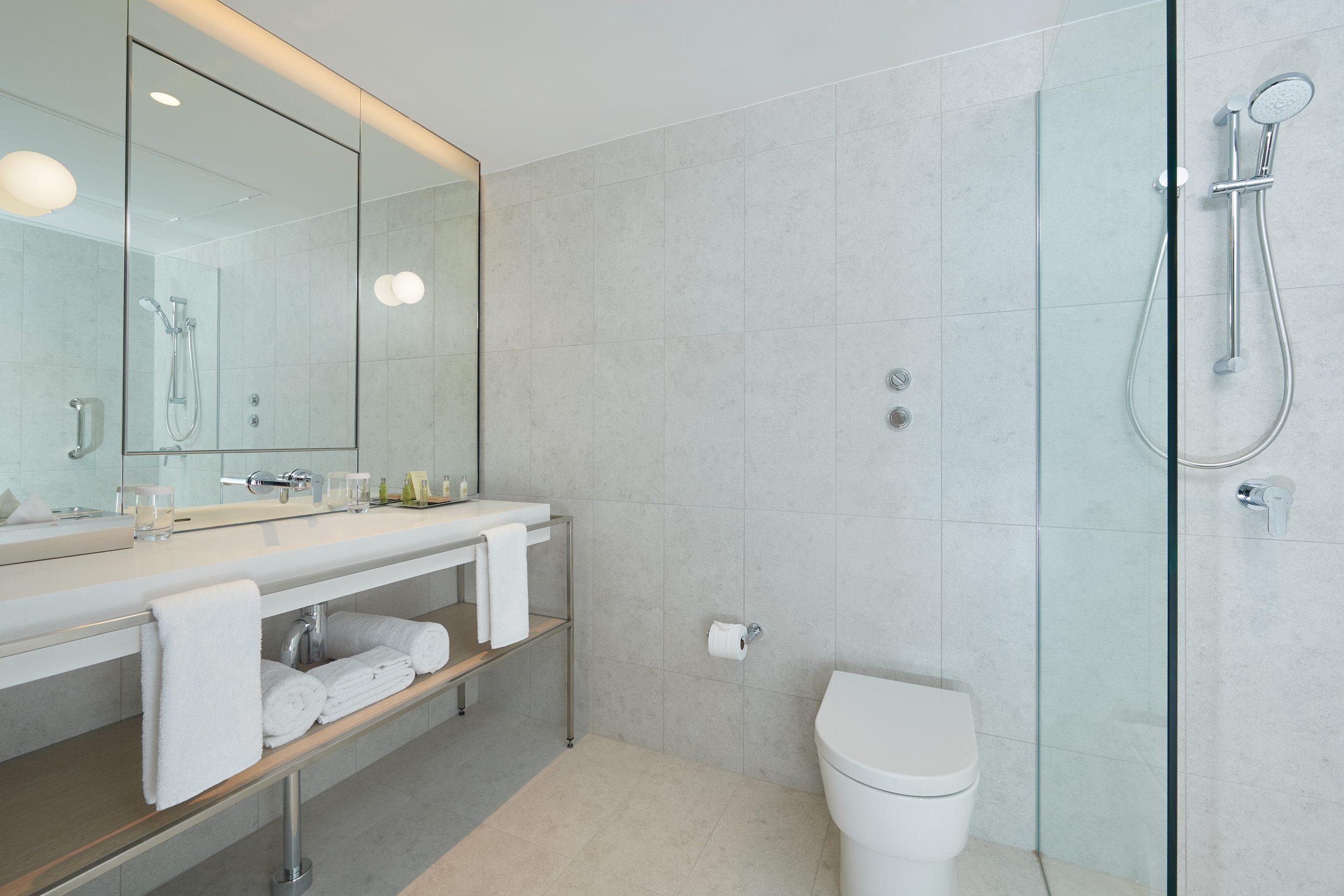PARMELIA HILTON_King-Queen-Twin-Guest Room Bathroom - Copy