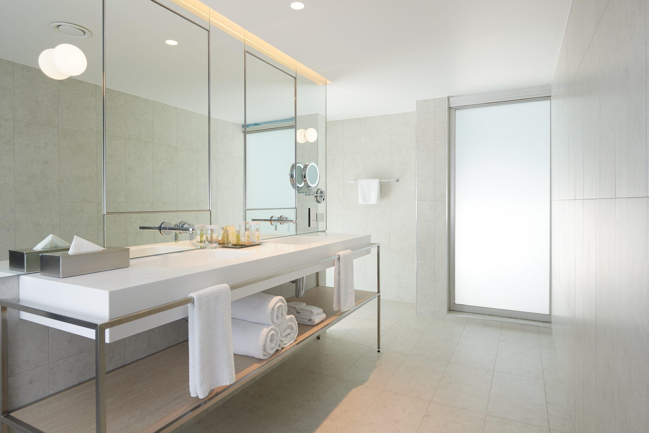 PARMELIA HILTON_New King Executive Bathroom
