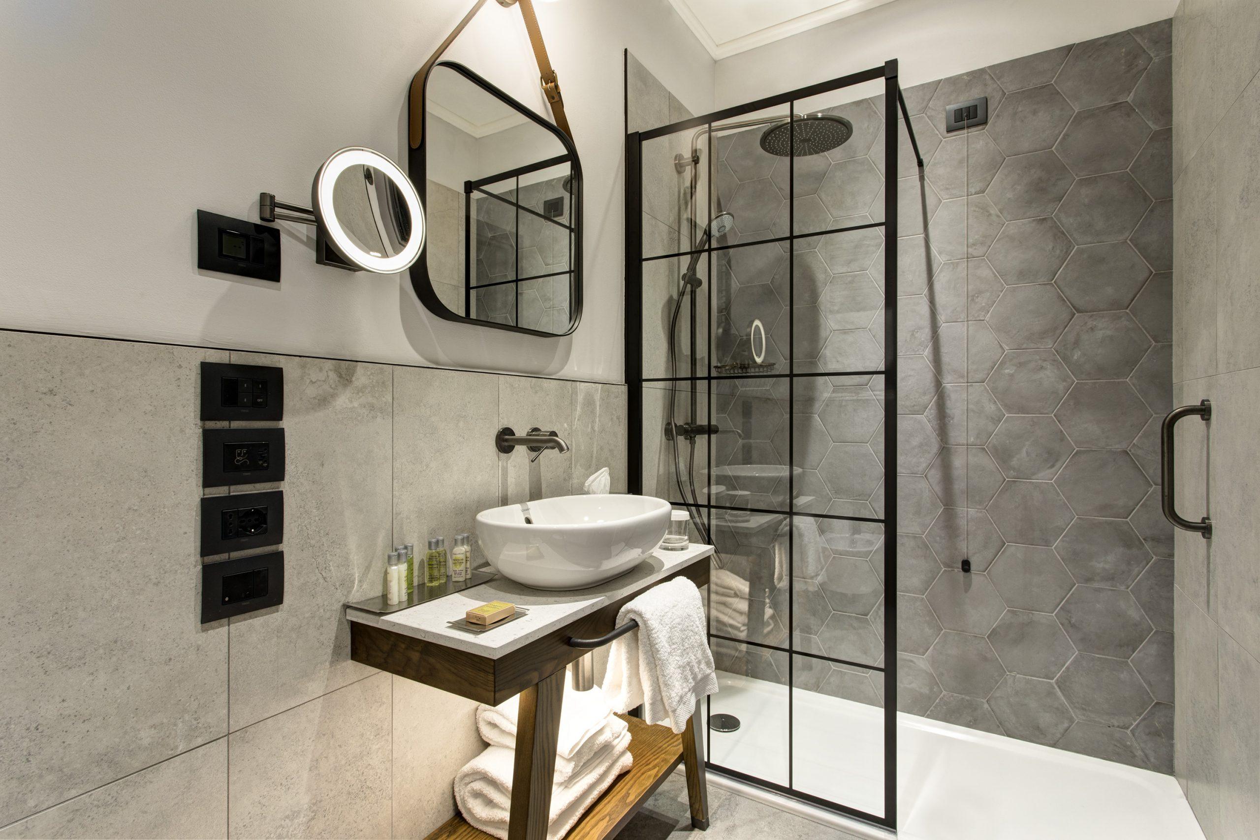 Rooms - Bathroom Superior Room