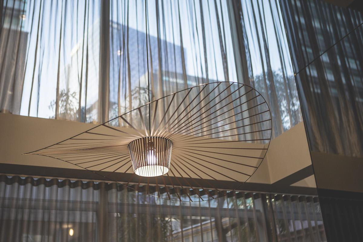 travelodge-hotel-docklands-melbourne-lobby-details-02-2020