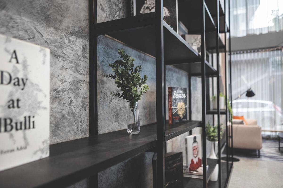 travelodge-hotel-docklands-melbourne-lobby-details-11-2020