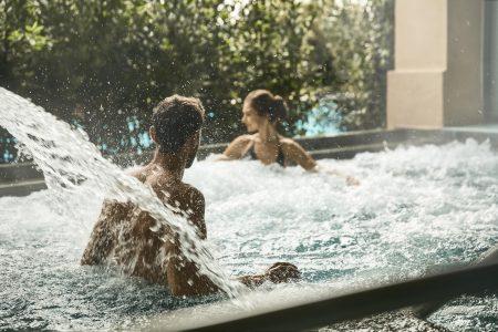 COMO Castello Del Nero_COMO Shambhala Retreat_Couple in Hydrotherapy Pool